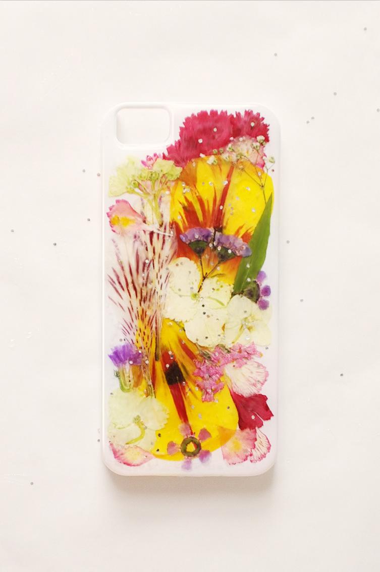 obudowa telefonu z prasowanych kwiatów