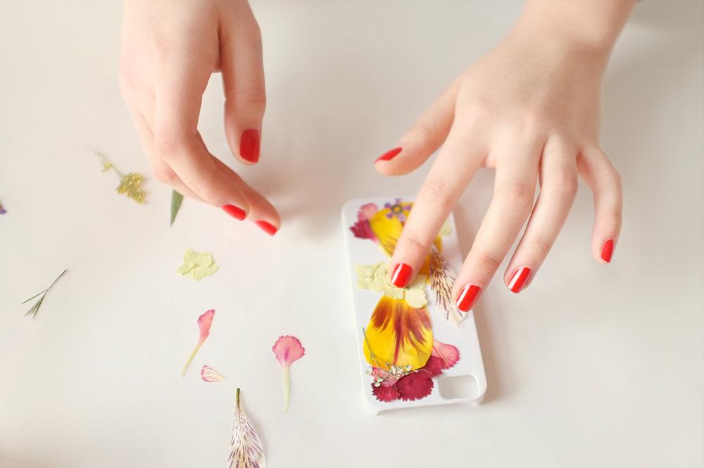 obudowa telefonu z prasowanych kwiató