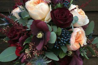 Florystyka ślubna w odcieniach bordo