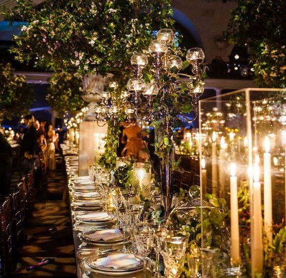 Dekoracja stołu za pomocą kwiatowych kompozycji